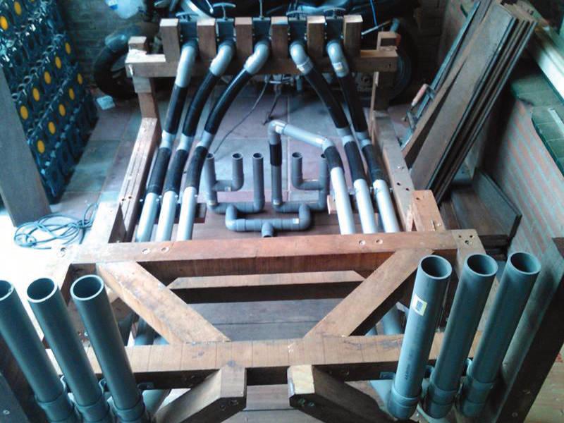 frame-en-leidingwerk-van-draagbare-waterval