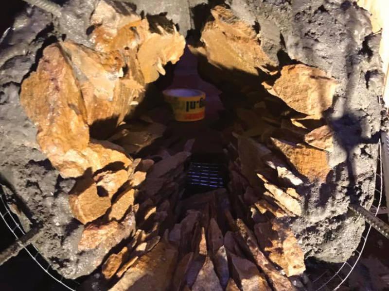 waterval-grot-voor-uitstroom-naar-pomp